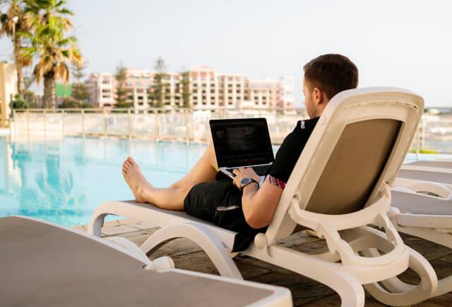 Preparar la estrategia de posicionamiento web en vacaciones